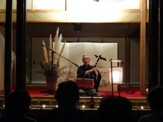 薩摩琵琶の演奏